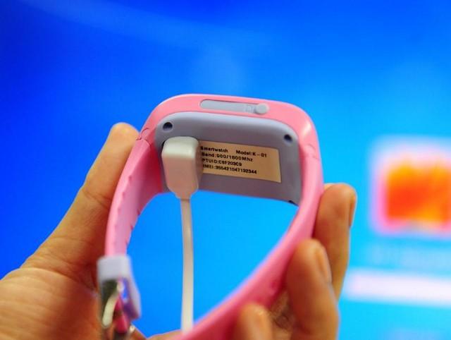 Tuy nhiên, điểm hạn chế của phương án này là phải sử dụng đúng sạc của Kiddy chứ không sử dụng lẫn với các loại sạc điện thoại cổng micro-USB phổ biến.